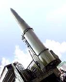 """Operatyvinė-taktinė sistema """"iskander"""". V. Ušackas geidautų, kad tokiais velniais numuštos amerikiečių raketų nuolaužos kristų ant lietuvių galvų."""
