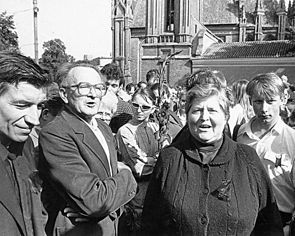 Idiotų sambūris 1987 m. rugpjūčio 23 d. Vilniuje prie Adomo Mickevičiaus paminklo